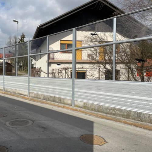Aluminijska in transparentna protihrupna ograja Logatec