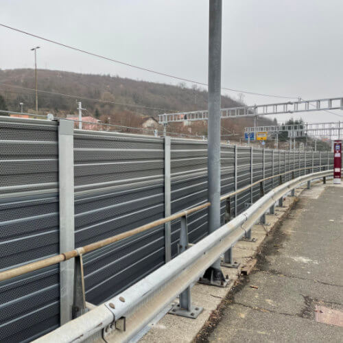 Dvostransko absorpcijska aluminijska ograja proti hrupu Maribor
