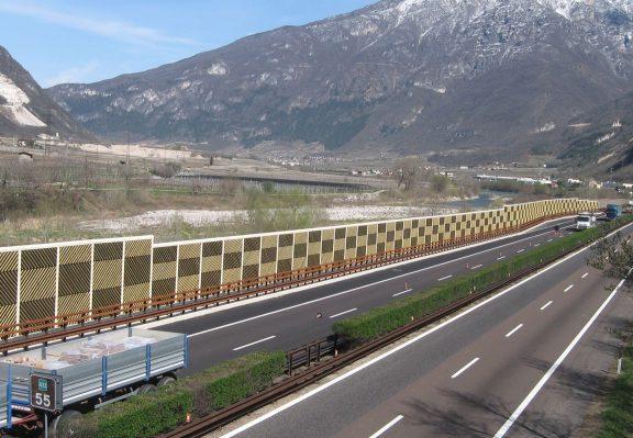 Leseni protihrupni paneli ob avtocesti