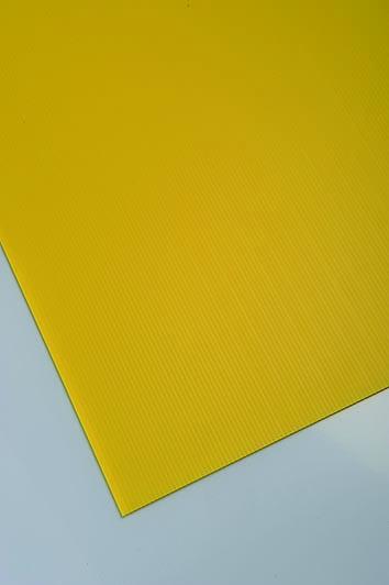 Plastonda rumena barva