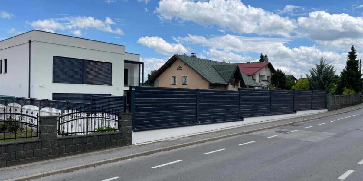 Protihrupna ograja ob hiši v Mariboru