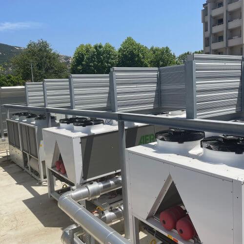 Protihrupna zaščita toplotnih črpalk zvočna zaščita ventilatorjev hotel Corinthia