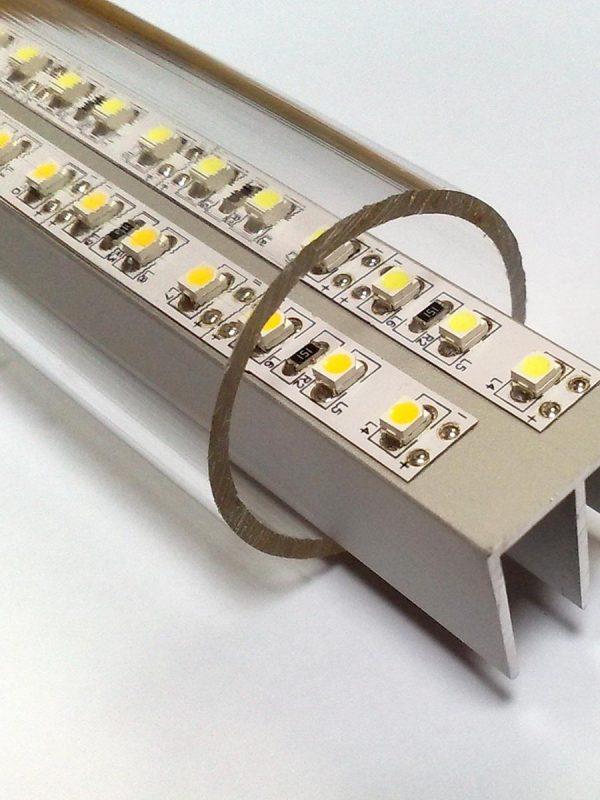 Prozorne akrilne cevi primerne za prezentacijo in zascito modelov