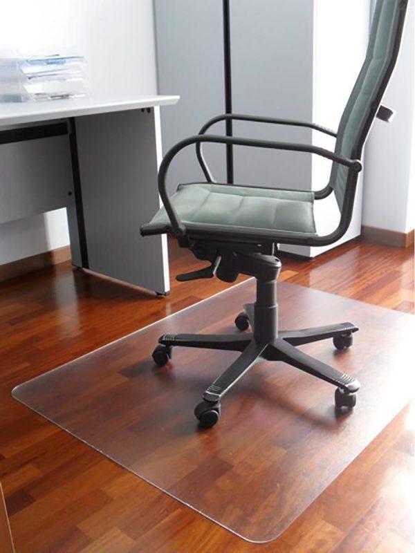 Transparentna podloga za zaščito tal pod pisarniškimi stoli