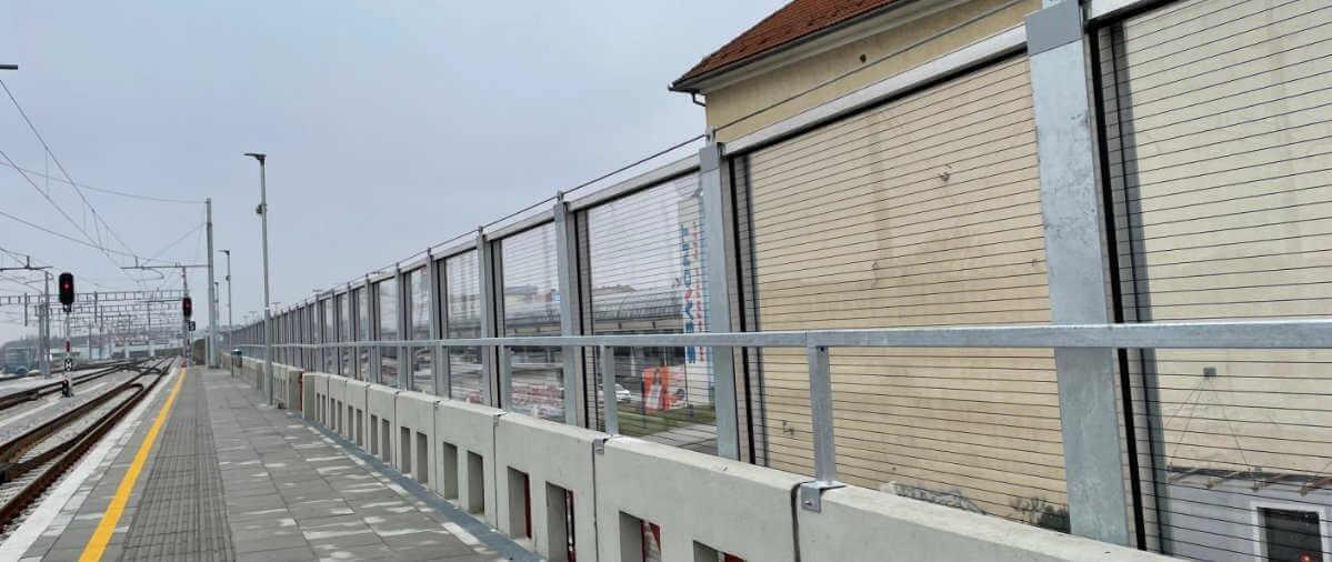 Transparentna protihrupna ograja zeleznica Maribor