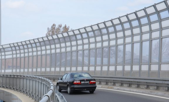 Transparentni protihrupni paneli na avtocesti
